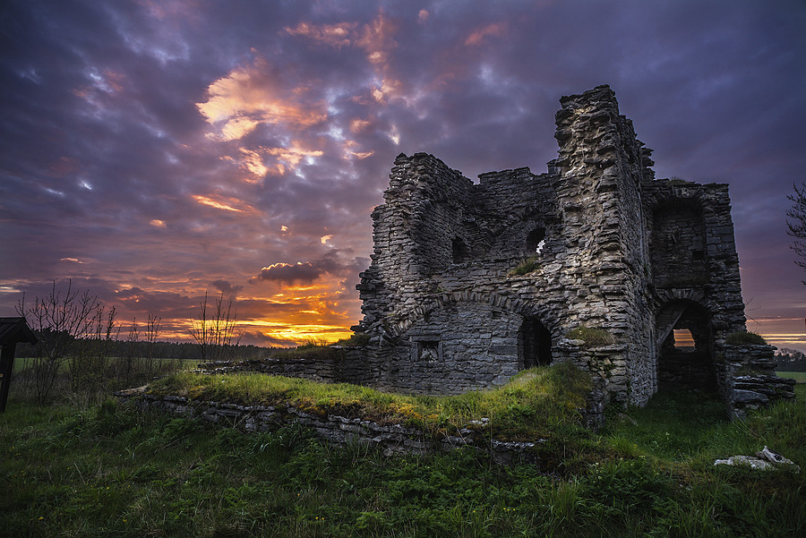 Bringes Gotland - Medieval Stone Ruin | LEICA 21MM F/4.0 SUPER ANGULON 1968–92 (SCHNEIDER) <br> Click image for more details, Click <b>X</b> on top right of image to close